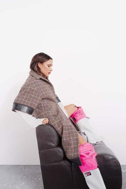 Виктория Бекхэм в странном наряде снялась для модного глянца - фото 153347
