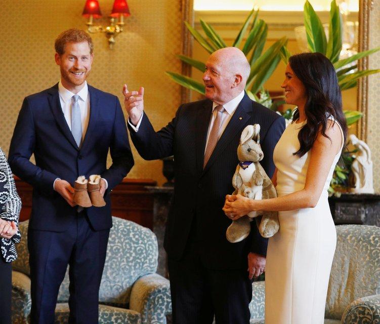 Первый подарок для малыша: что подарили будущему ребенку принца Гарри и Меган Маркл - фото 153376