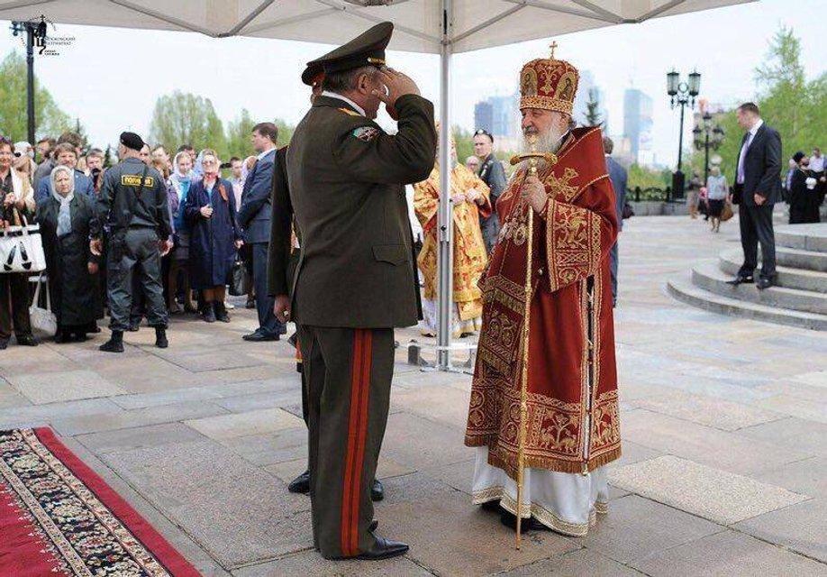 Слон и моська: Синод РПЦ в Минске как проявление бессильной злобы русских - фото 153389