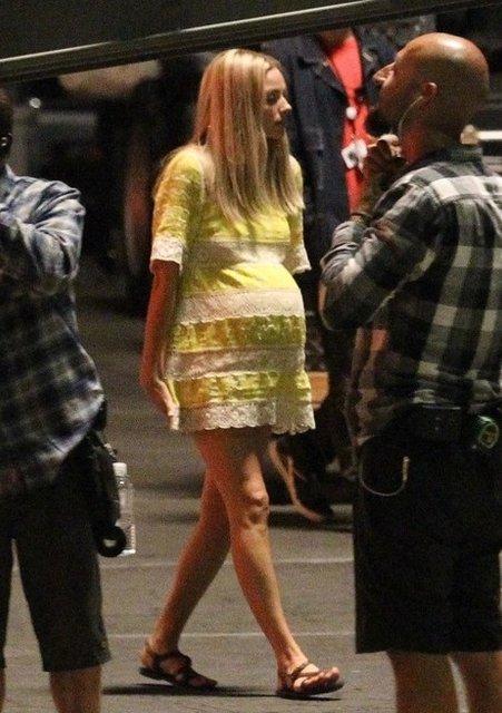 Однажды в Голливуде: Марго Робби в образе беременной Шэрон Тейт на новых фото - фото 153557