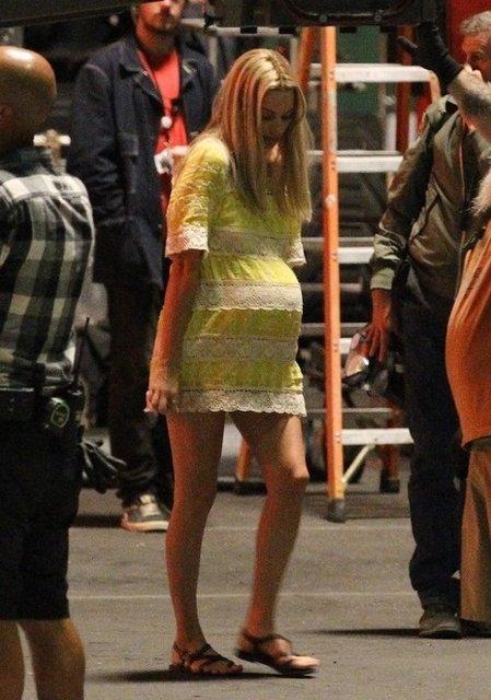 Однажды в Голливуде: Марго Робби в образе беременной Шэрон Тейт на новых фото - фото 153558