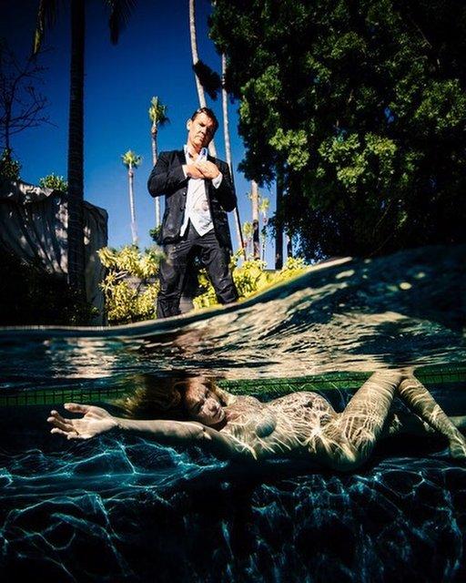 Топлес под водой: номинант на Оскар устроил откровенную фотосессию для беременной жены - фото 153637