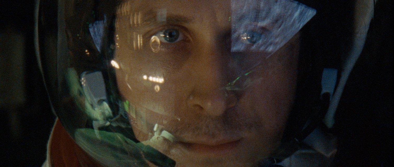Первый человек: От всех проблем надо убегать в космос - фото 154035