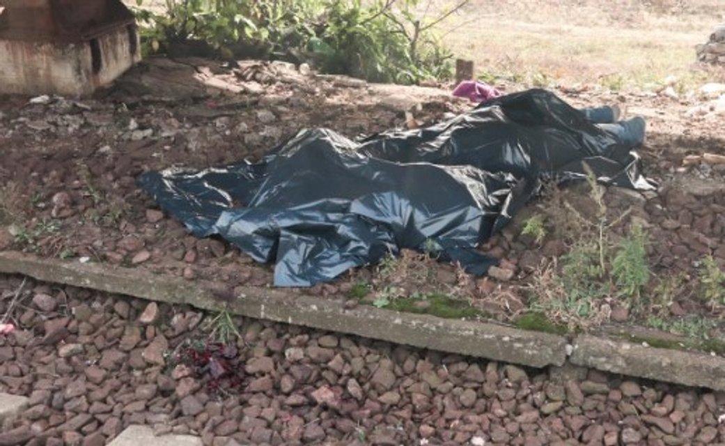 Пили на рельсах: в Киеве поезд 'Интерсити' насмерть сбил мужчину (ФОТО 18+) - фото 154180