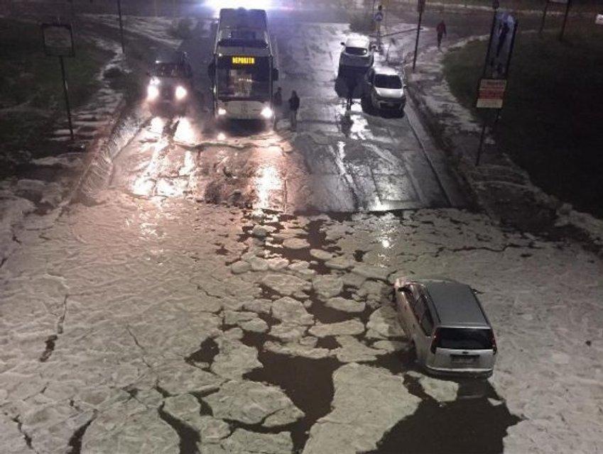 Лужи на улицах Рима покрылись льдом - фото 154453