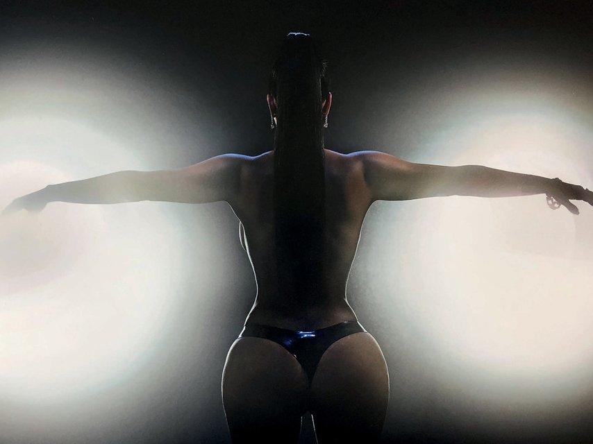 Ким Кардашьян разделась для обложки модного глянца и рассказала о сексе и сексуальности - фото 154516