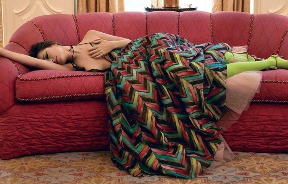 Весело делать что-то дикое: Дакота Джонсон снялась в сумасшедшей фотосессии - фото 154596