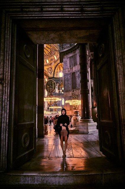 Модель Playboy снялась обнаженной в мечете Святой Софии - фото 154825