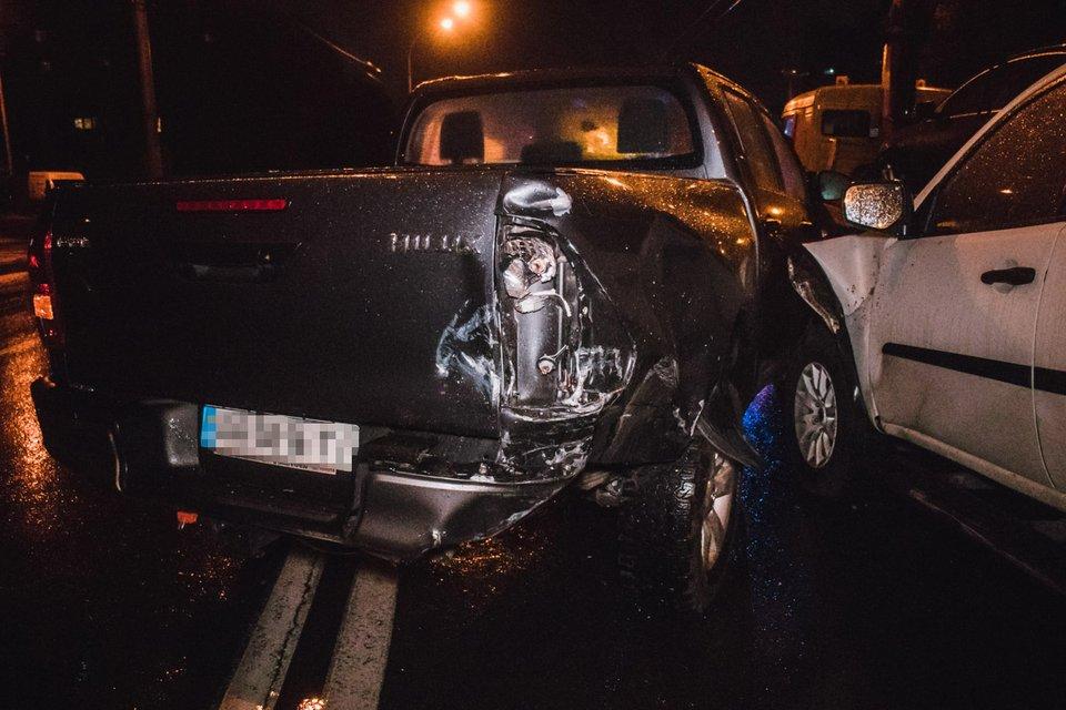В Киеве пьяный водитель эпично развалил 4 машины и устроил разборки с копами (ВИДЕО) - фото 155102