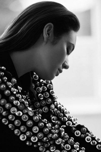 Голливудская звезда из Украины украсила обложку модного глянца - фото 155336