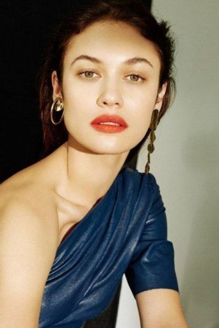 Голливудская звезда из Украины украсила обложку модного глянца - фото 155337