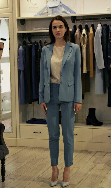 Украинка пошила костюм для Меган Маркл - фото 156002