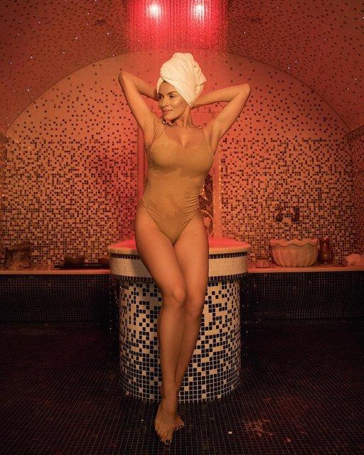 Надежда Мейхер похвасталась соблазнительными формами в купальнике - фото 156206