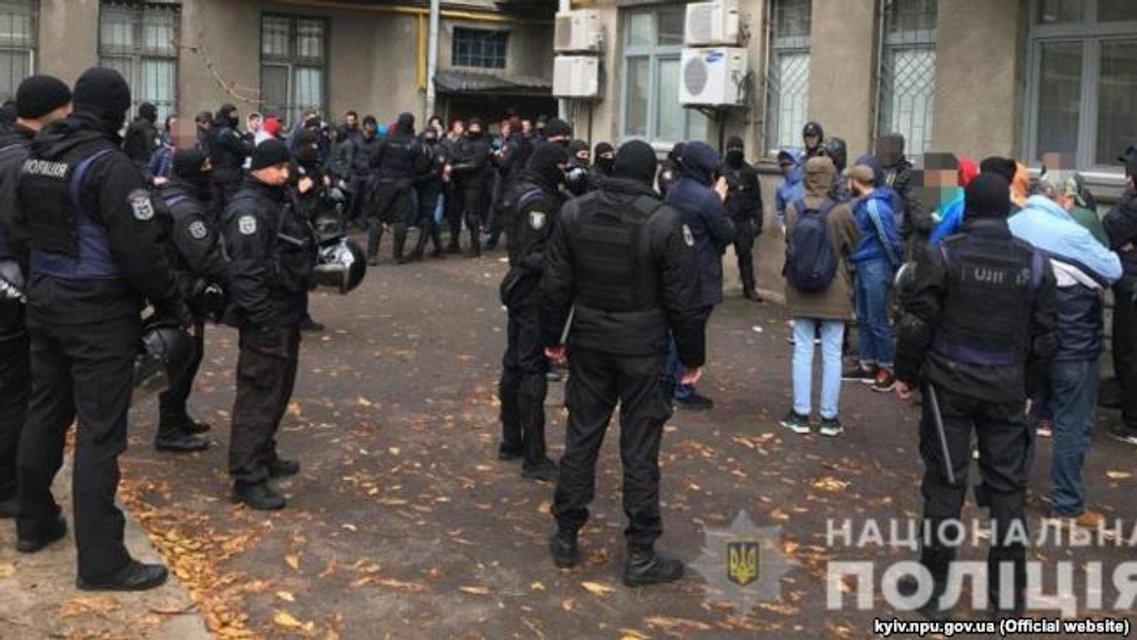 Спецназ задержал 52 вооруженных человека в правительственном квартале (ФОТО) - фото 156474