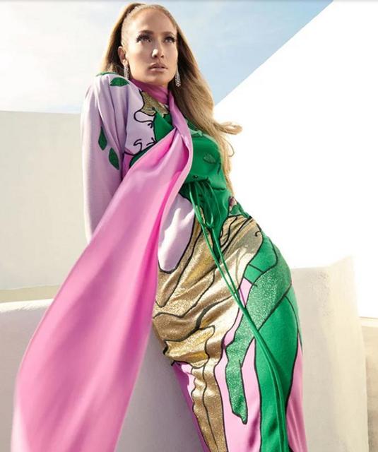Прикрылась накидкой: голая Дженнифер Лопес позировала в новой фотосессии - фото 156515