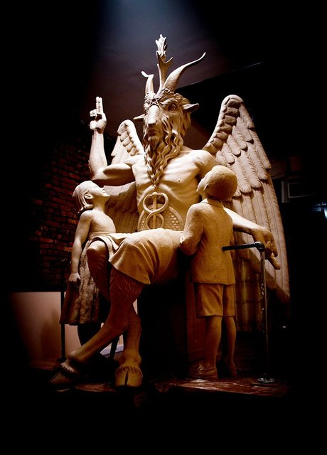 Сатанинский храм обвинил в плагиате Леденящие душу приключения Сабрины - фото 156657