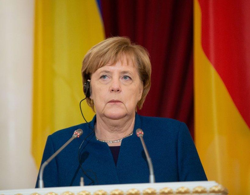 Гостья из будущего прошлого: Зачем Ангела Меркель гостила в Украине - фото 156914