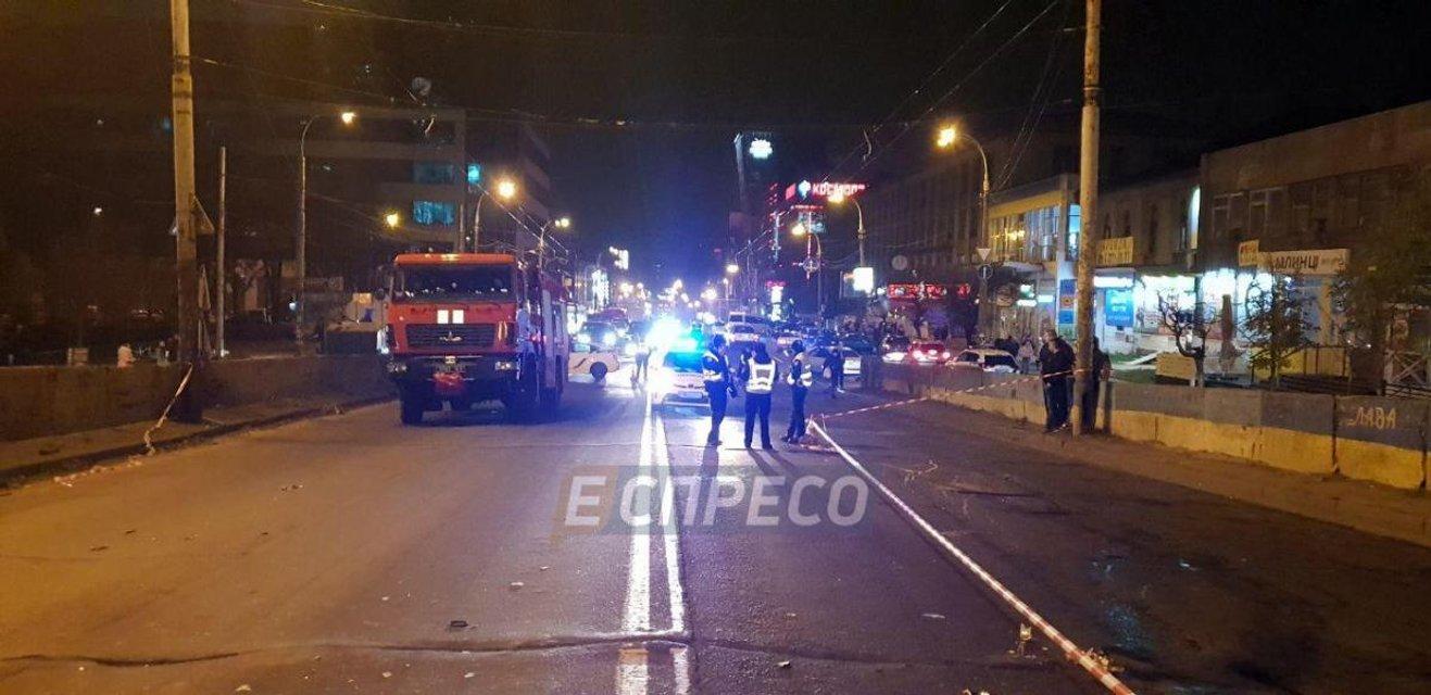 В Киеве из-за тройного ДТП перекрыли Шулявский мост, есть пострадавшие - фото 157117