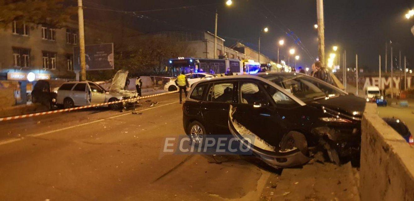 В Киеве из-за тройного ДТП перекрыли Шулявский мост, есть пострадавшие - фото 157118