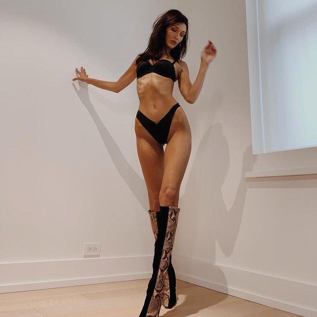 Victoria's Secret Show: Белла Хадид показала соблазнительную фигуру на примерке белья - фото 157418