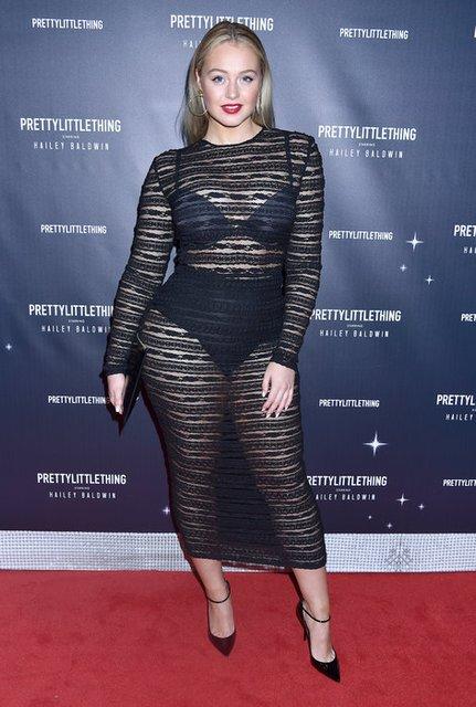 Известная plus-size модель продемонстрировала пышные формы в прозрачном платье - фото 157826