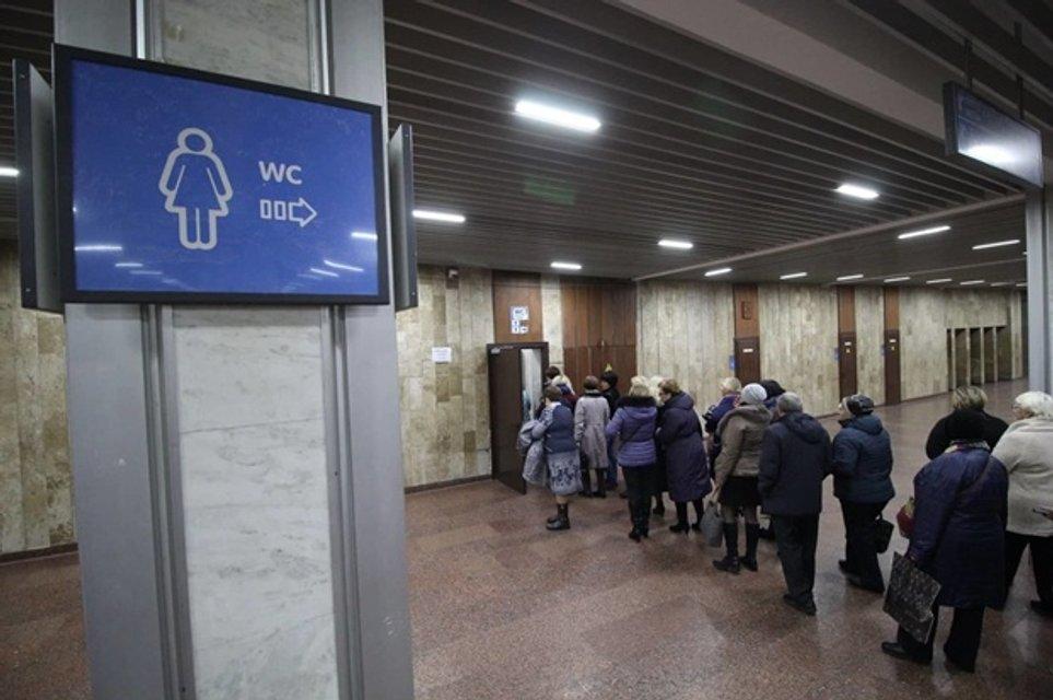 Винник в Киеве: на концерте женщины захватили мужские туалеты и устроили потасовку - фото 158055