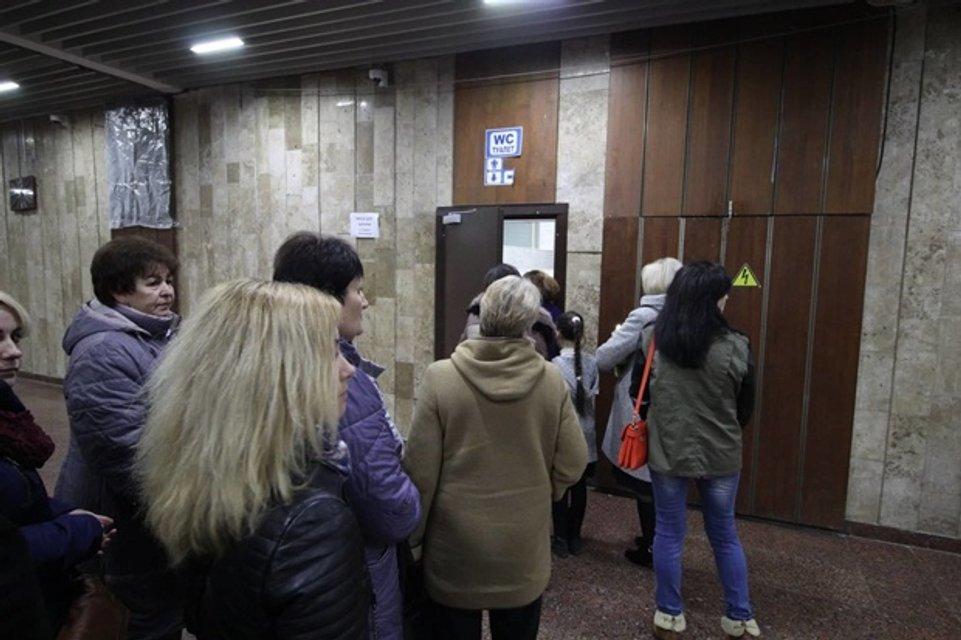 Винник в Киеве: на концерте женщины захватили мужские туалеты и устроили потасовку - фото 158057