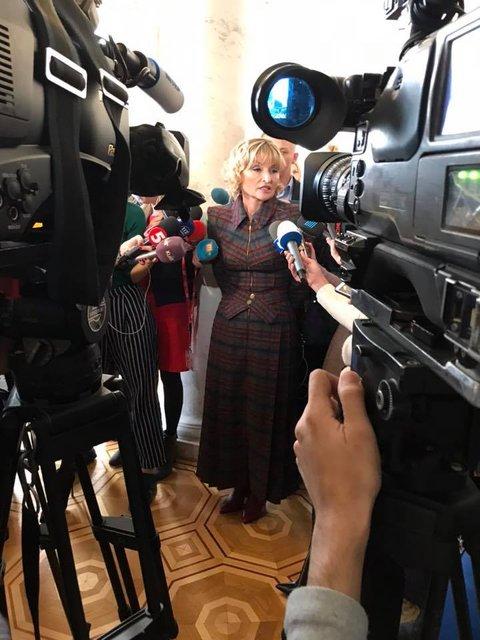 Жена Луценко пришла в Раду в сапогах за 44 тысячи - фото 158060