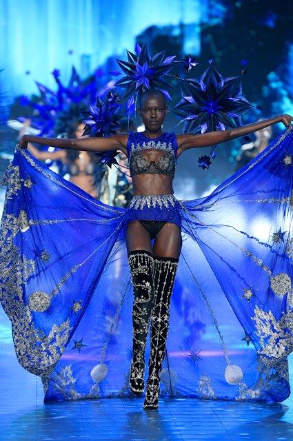 Victoria's Secret Fashion Show 2018: первые горячие фото и видео с показа - фото 158201