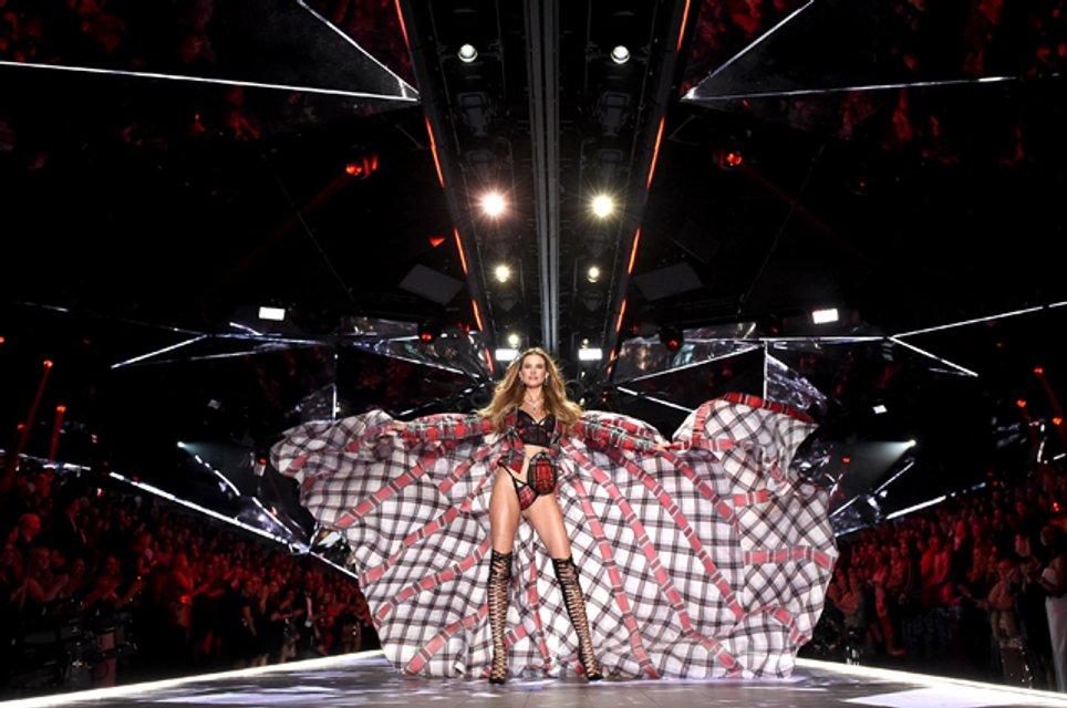 Victoria's Secret Fashion Show 2018: первые горячие фото и видео с показа - фото 158206