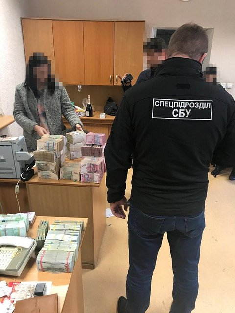 Изъяли 18 миллионов: в Одессе накрыли крупный конвертцентр (ФОТО) - фото 158214