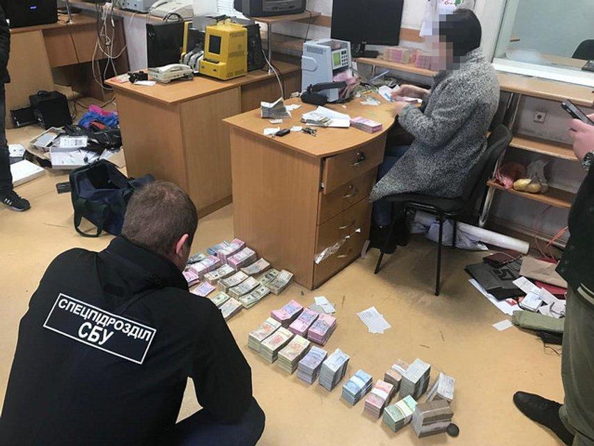 Изъяли 18 миллионов: в Одессе накрыли крупный конвертцентр (ФОТО) - фото 158215
