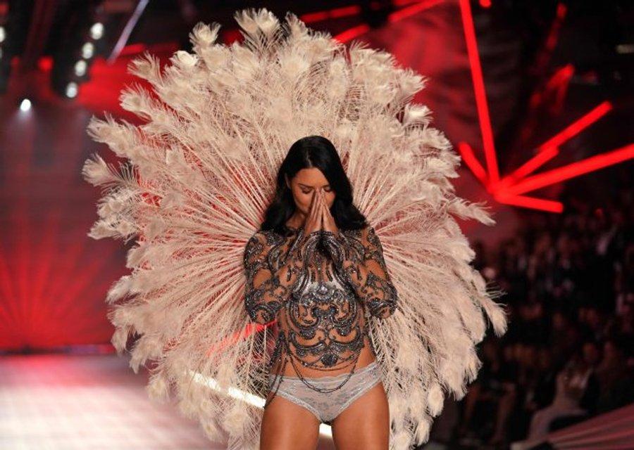 Спасибо, что научила летать: Адриана Лима трогательно попрощалась с Victoria's Secret - фото 158322