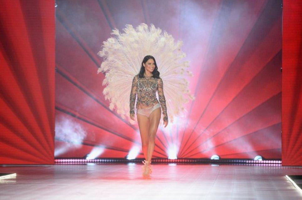Спасибо, что научила летать: Адриана Лима трогательно попрощалась с Victoria's Secret - фото 158323