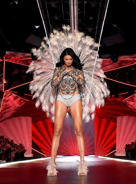 Спасибо, что научила летать: Адриана Лима трогательно попрощалась с Victoria's Secret - фото 158324