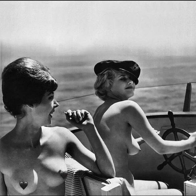 Мадонна показала архивное фото с голой грудью - фото 158365
