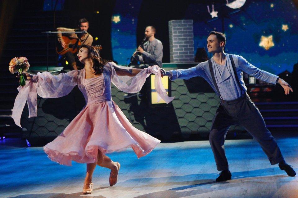 Танці з зірками 2018 12 выпуск онлайн: грандиозный четвертьфинал под пение звезд Украины - фото 158517