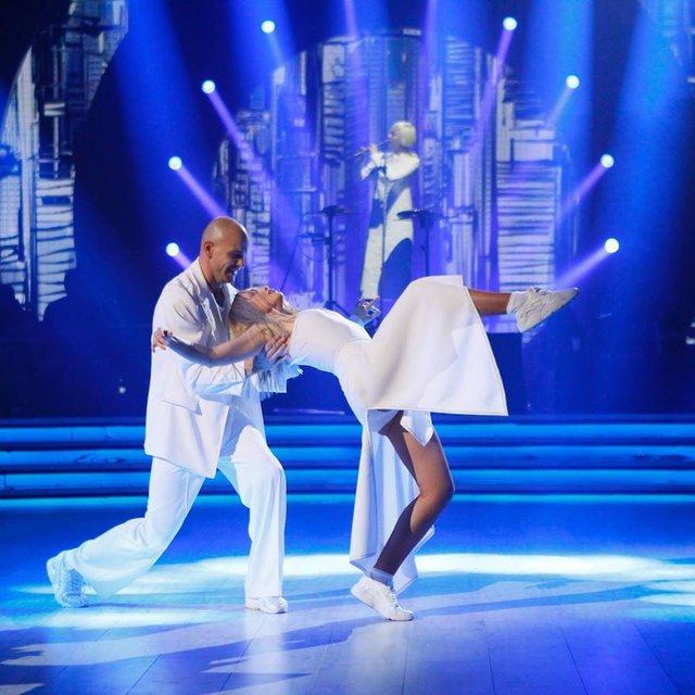 Танці з зірками 2018 12 выпуск онлайн: грандиозный четвертьфинал под пение звезд Украины - фото 158520