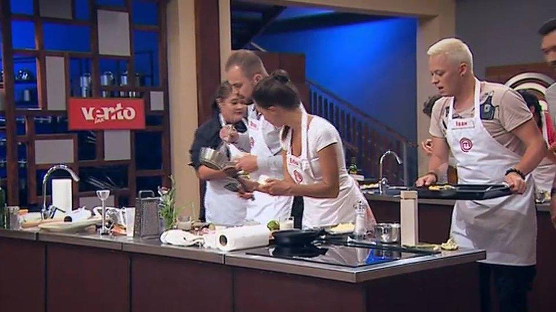МастерШеф 8 сезон 23 выпуск онлайн: кулинарная битва выпускников и новичков - фото 158949