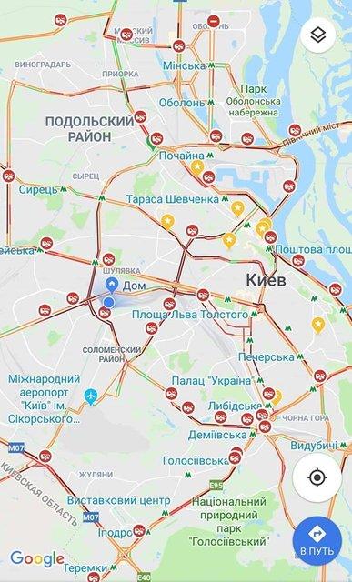 """Киев стоит в десятибалльных пробках из-за снегопада: столицу """"засыпало"""" авариями - фото 159031"""