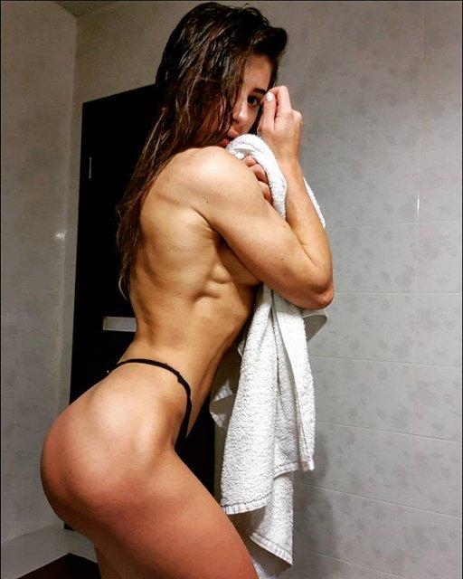 Украинская спортсменка показала голую грудь после увеличения - фото 159985