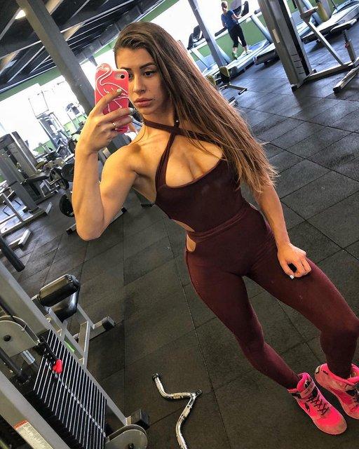 Украинская спортсменка показала голую грудь после увеличения - фото 159986