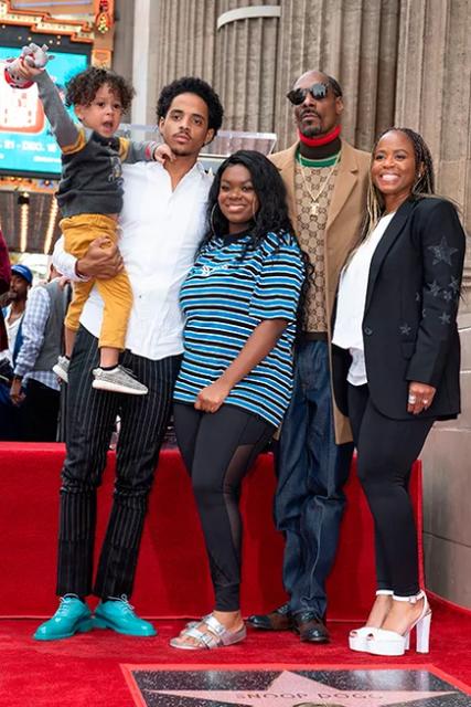 Рэпер Snoop Dogg получил именную звезду на Аллее славы в Голливуде - фото 160219