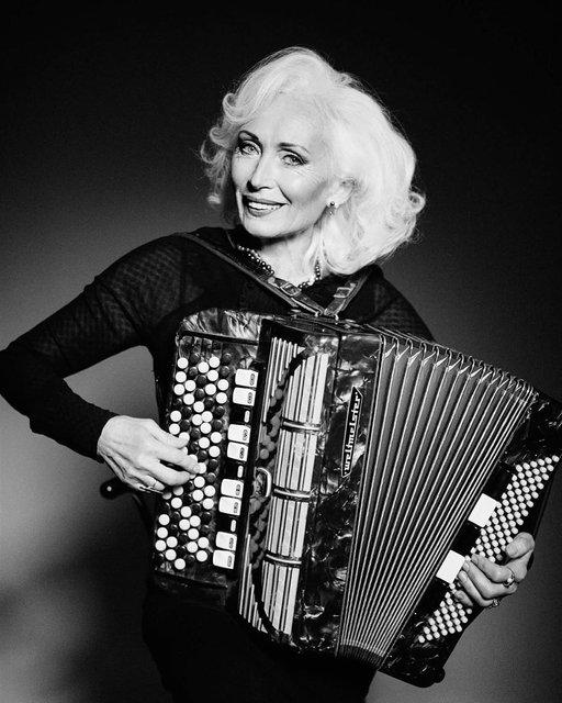 66-летняя украинская модель вошла в рейтинг самых вдохновляющих женщин мира - фото 160238