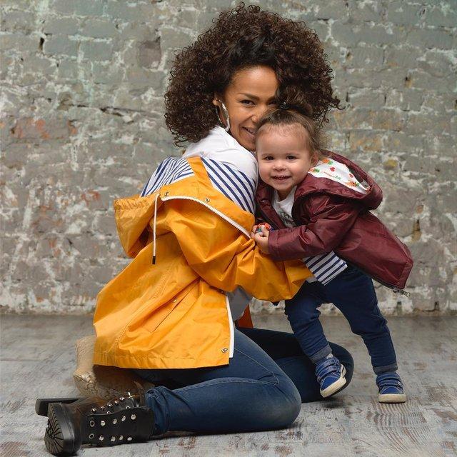 Гайтана показала мужа и дочь в трогательной фотосессии - фото 160287