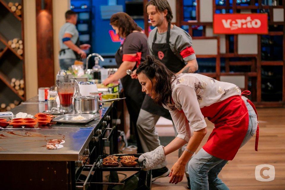 МастерШеф 8 сезон 26 выпуск онлайн: встреча кулинарной элиты, вегетарианское меню на кухне - фото 160624