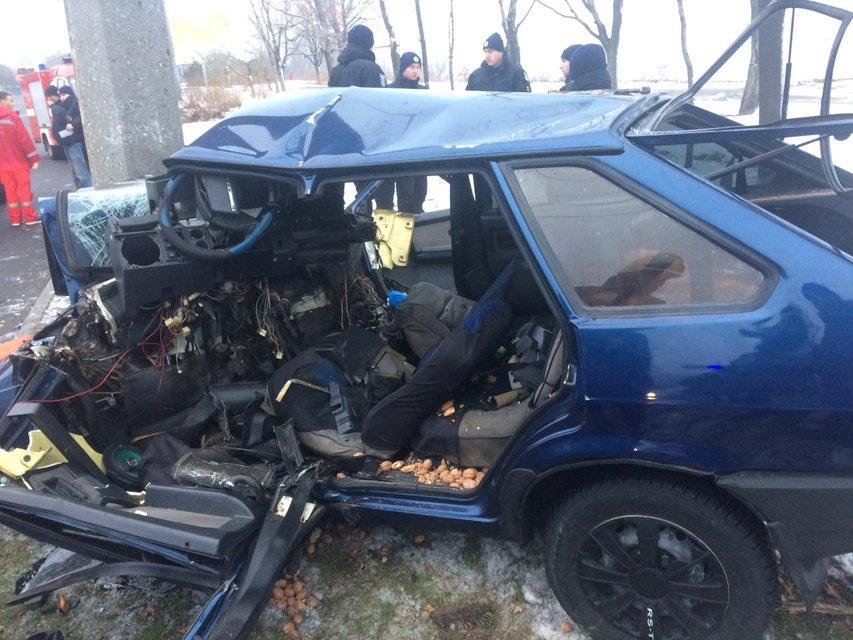 В Днепре авто с детьми врезалось в столб - фото 161246