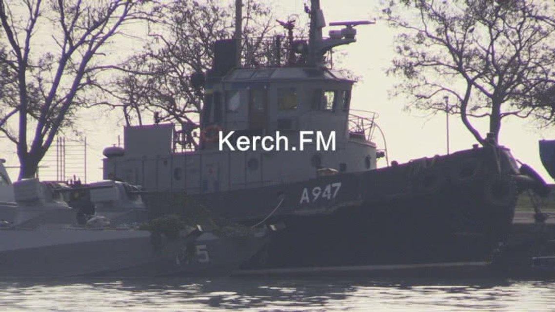 Украинские корабли пришвартовали в районе Генмола - фото 161373