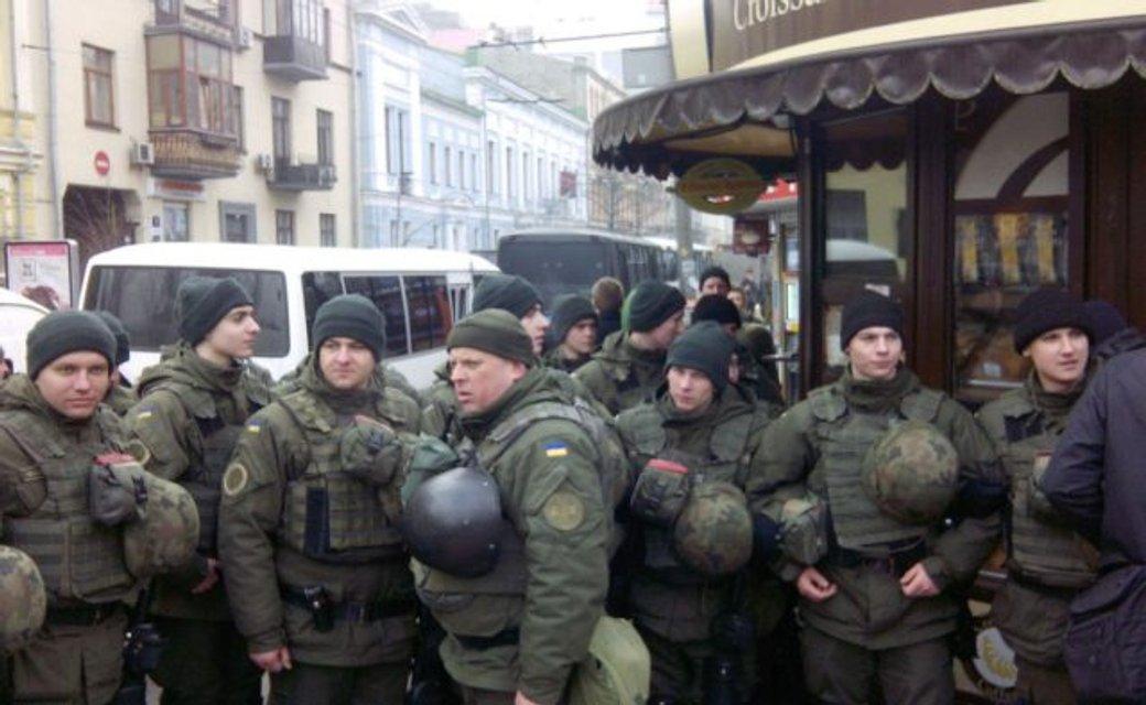Гибридные война и мир: Почему власти ввели военное положение на пятый год боев - фото 161481