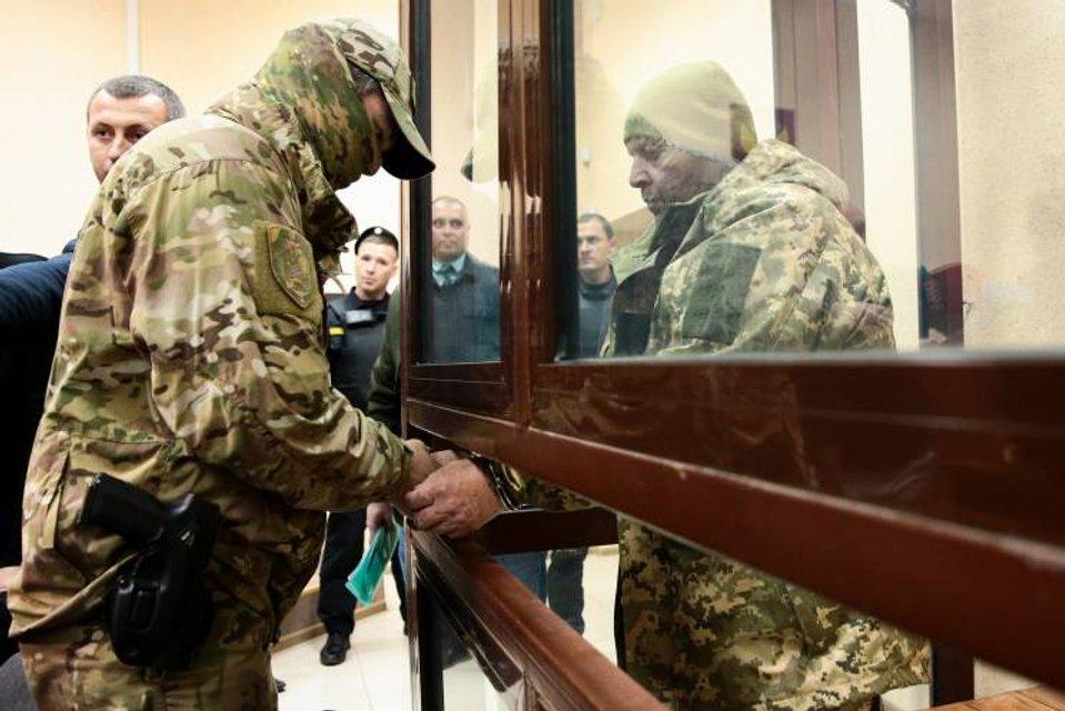 Плененные русскими украинские моряки обречены быть предметом торгов и будут сидеть - фото 162087